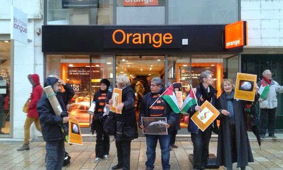 55e675547b3 Quelques images de l action BDS devant le magasin Orange du centre ville