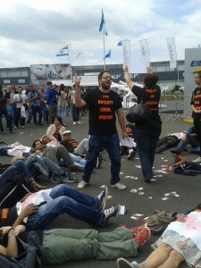 2015-6-20_le_bourget_protest