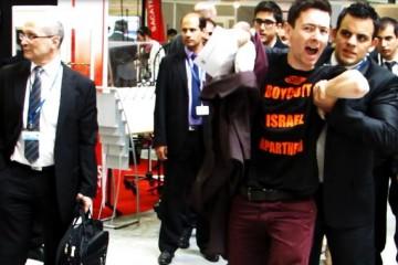 militants-pro-palestiniens-appele-boycott-israel-devant-stands-armements-pays-salon-eurosatory-17-juin-2014-1618390-616x380